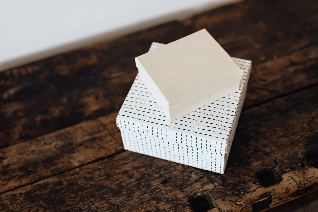 Is there a difference between white box testing and unit testing? - picture of white box and box with pattern